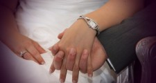 holding-hands-411429_640